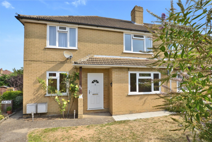 Maisonette for sale in Worcester Park - Wolsey Close, Worcester Park, KT4