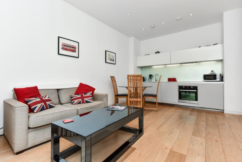 Flat to rent in Clapham - GRAFTON SQUARE, SW4