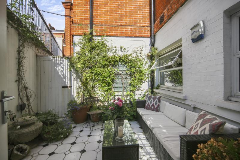 Flat/apartment to rent in South Kensington - Roland Gardens, South Kensington, SW7