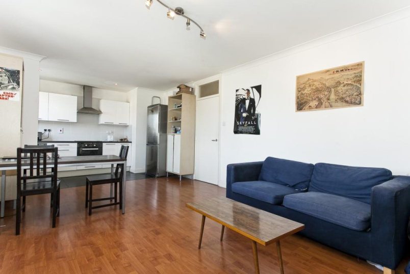 Flat/apartment to rent in Shoreditch - Fuller Close, Shoreditch, London, E2