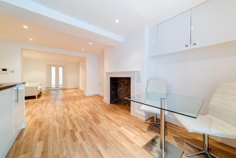 Flat to rent in Pimlico and Westminster - UPPER TACHBROOK STREET, SW1V