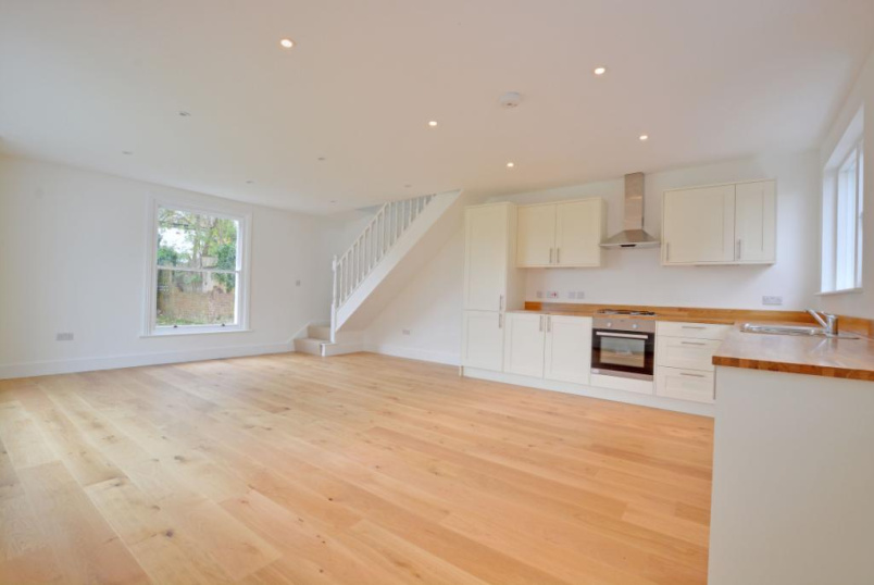 House to rent in Greenwich - Woodhill, Woolwich, SE18