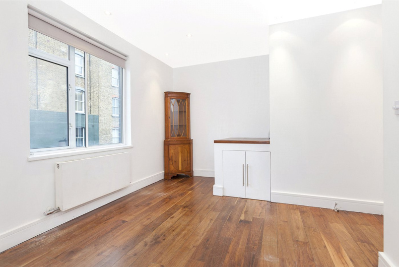 Maisonette to rent in Clerkenwell & City - Kings Cross Road, London, WC1X