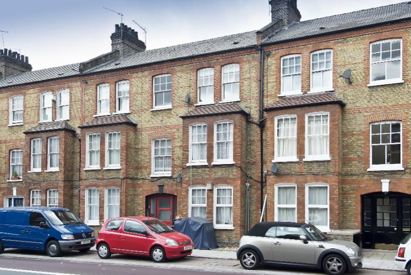 Flat to rent in Clapham - QUEENSTOWN ROAD, SW8