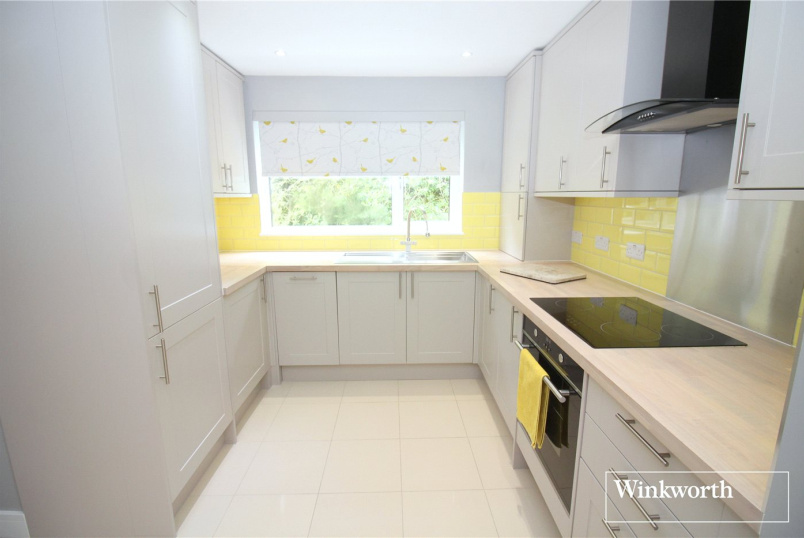 Maisonette to rent in Borehamwood & Elstree - West View Court, High Street, Elstree, WD6