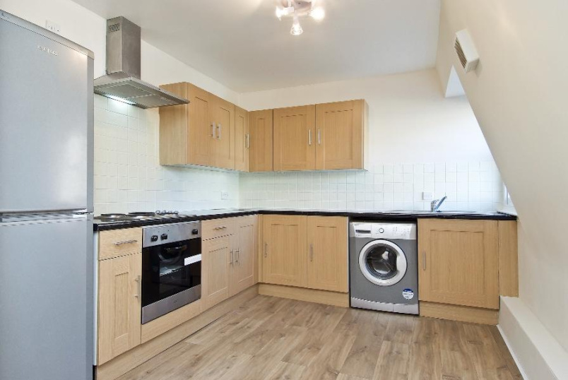 Apartment to rent in Kennington - LANDSOWNE WAY, SW8