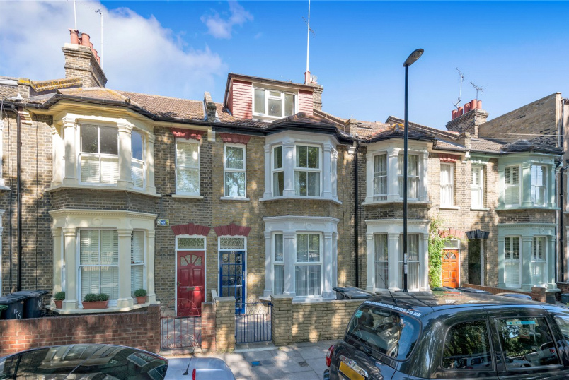 Maisonette for sale in Surrey Quays - Scawen Road, London, SE8