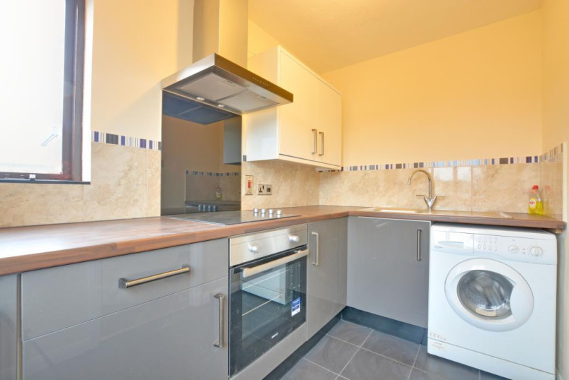 Flat/apartment to rent in Greenwich - Weldon Court, 2 Lucas Street, Deptford, SE8