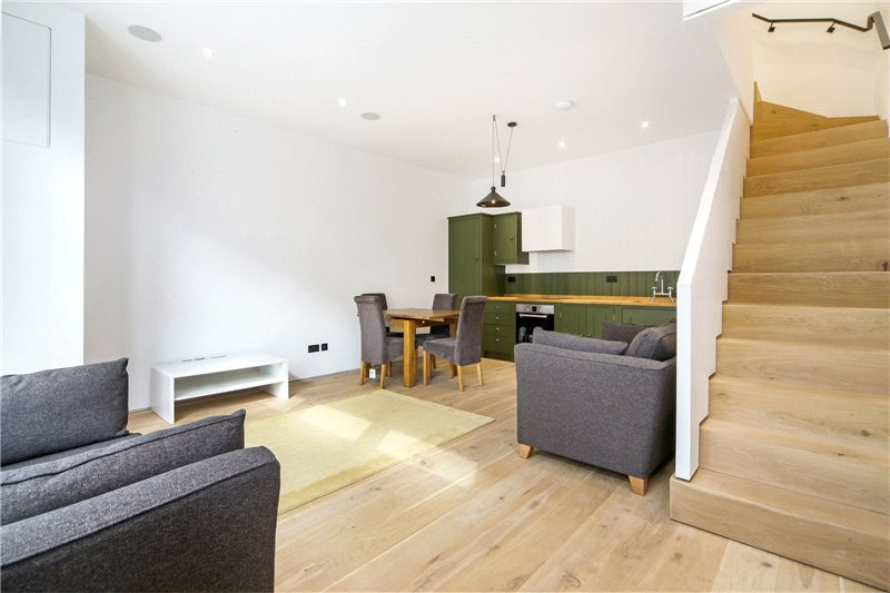 House to rent in Shepherds Bush & Acton - Godolphin Road, London, W12