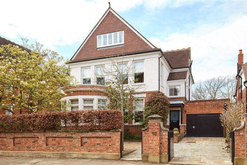 House for sale in Putney - Woodborough Road, London, SW15