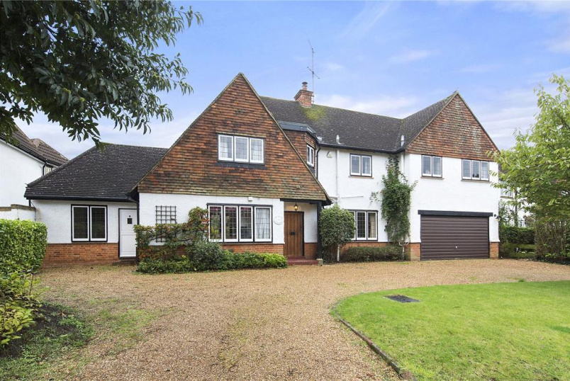 House for sale in Weybridge - Oatlands Close, Weybridge, Surrey, KT13
