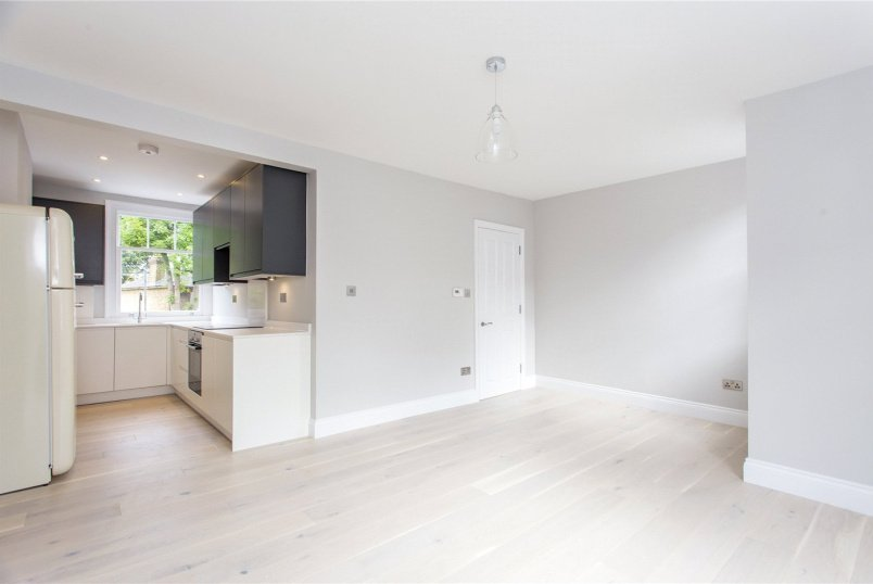 Flat/apartment for sale in Crouch End - Middle Lane, London, N8