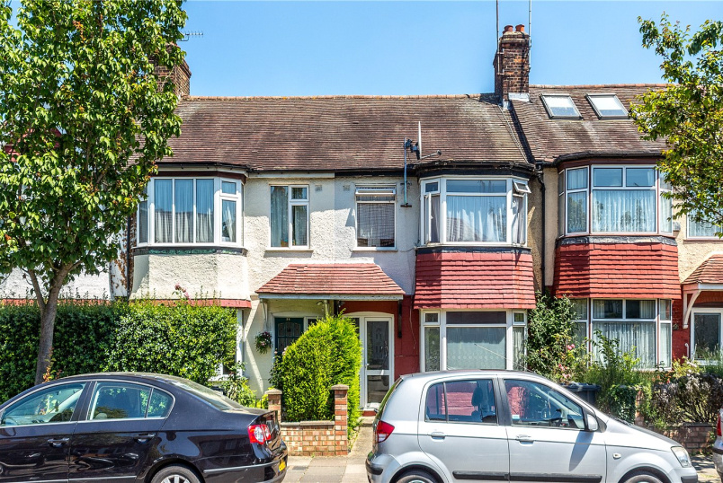House for sale in Ealing & Acton - Brentmead Gardens, London, NW10