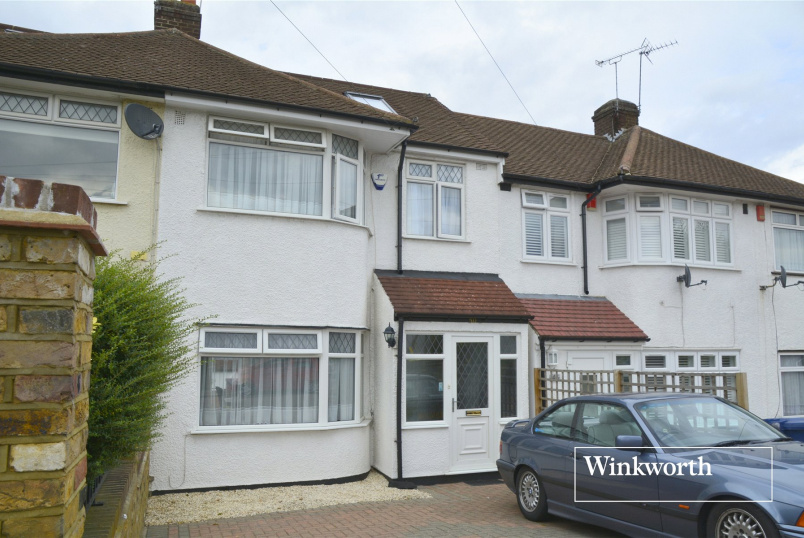 House for sale in Barnet - Derwent Avenue, East Barnet, Herts, EN4