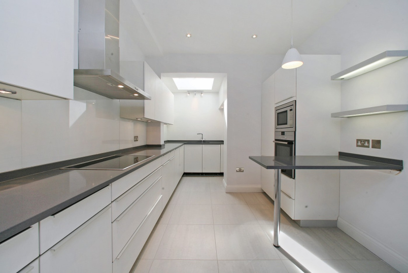 House - terraced to rent in St Johns Wood - ST JOHN'S WOOD TERRACE, NW8 6JL