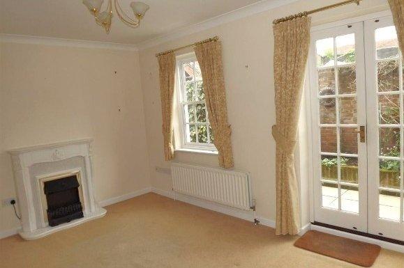 2 bedroom property to let in White Lion Court, Magdelan Road