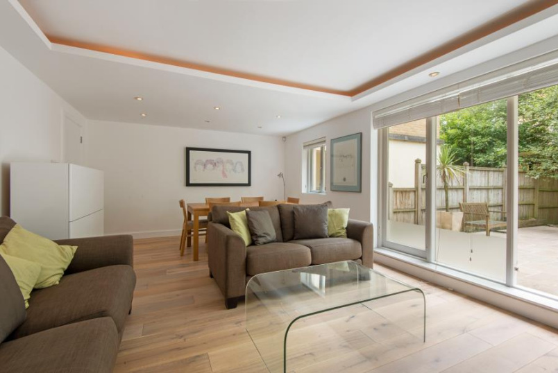 Apartment to rent in St Johns Wood - MARLBOROUGH HILL, NW8 0NG