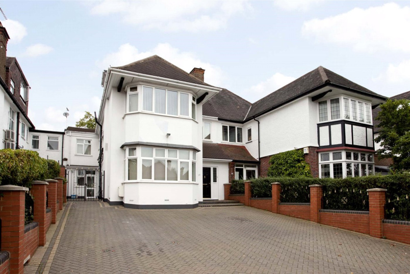 House for sale in Golders Green - Gresham Gardens, London, NW11