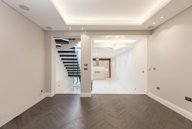 House - terraced to rent in St Johns Wood - ST JOHN'S WOOD TERRACE, NW8 6PY
