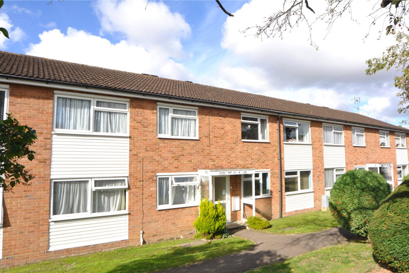 Maisonette to rent in Palmers Green - Englefield Close, Enfield, EN2