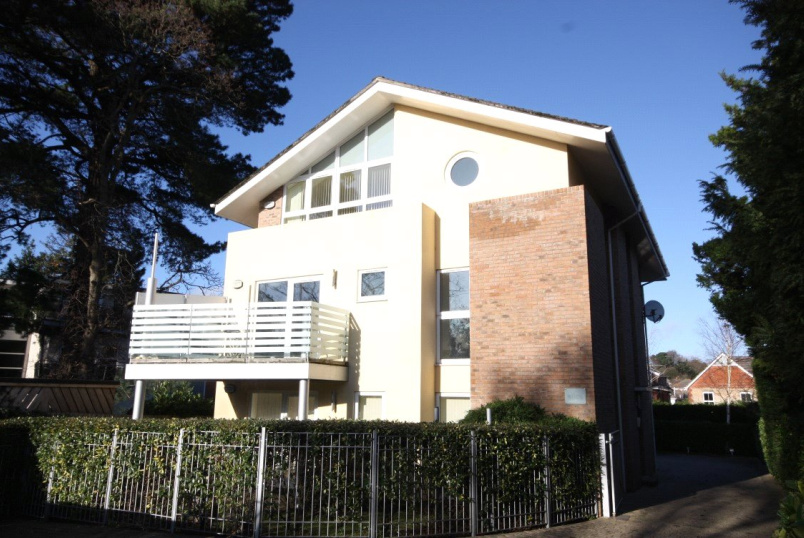 Flat/apartment to rent in Westbourne - Penn Hill Avenue, Penn Hill, Poole, BH14