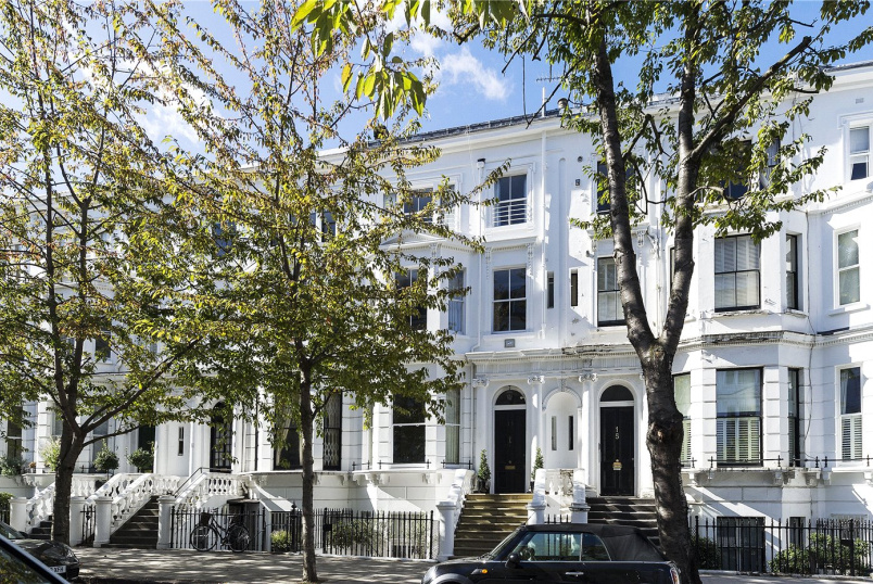Flat/apartment for sale in  - Palace Gardens Terrace, London, W8