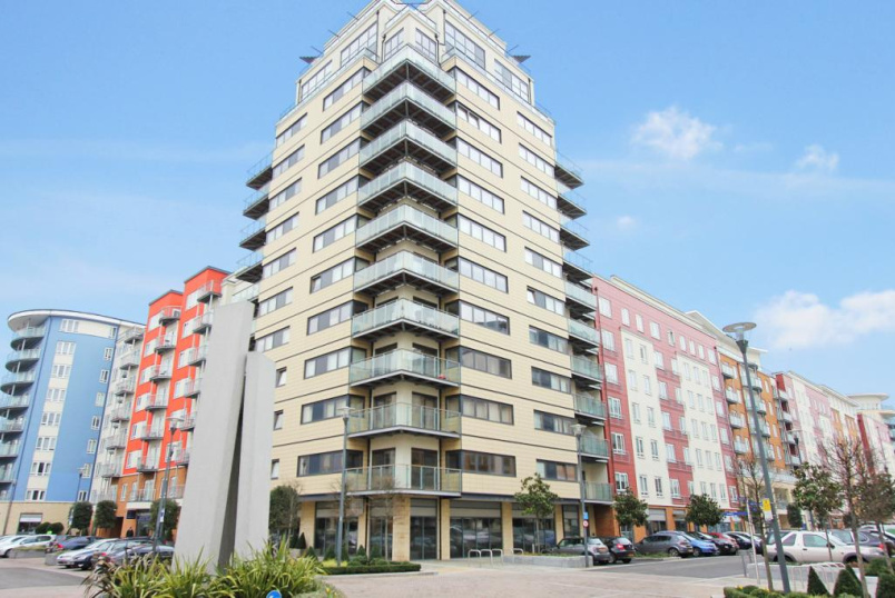Flat/apartment to rent in Hendon - Pinnacle House, 15 Heritage Avenue, London, NW9