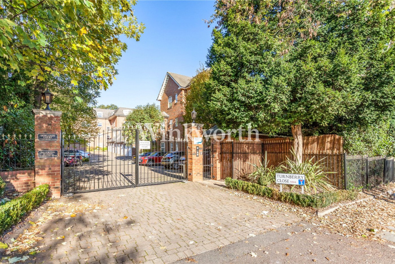 Flat/apartment for sale in Hendon - Allerton Court, 1 Turnberry Close, London, NW4
