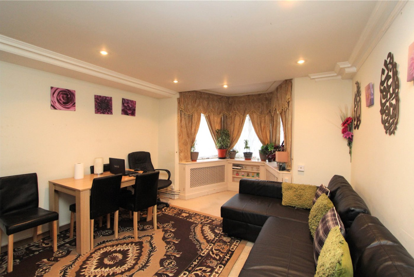Flat/apartment to rent in Ealing & Acton - Creswick Court, Pierrepoint Road, W3