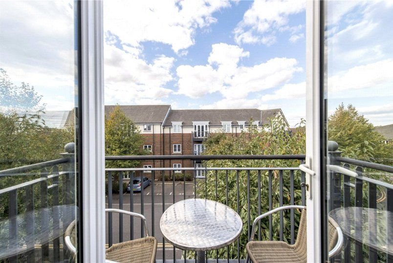Flat/apartment to rent in Streatham - Quince House, Hemlock Close, London, SW16