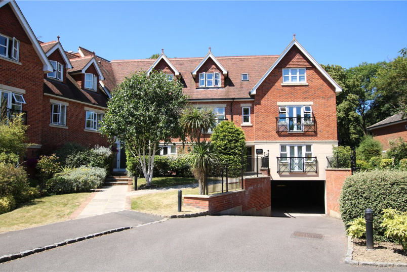 Flat/apartment for sale in Reading - Upcross House, Upcross Gardens, Reading, RG1