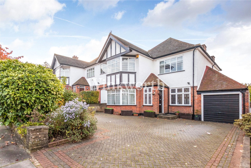 House for sale in Hendon - Woodward Avenue, London, NW4