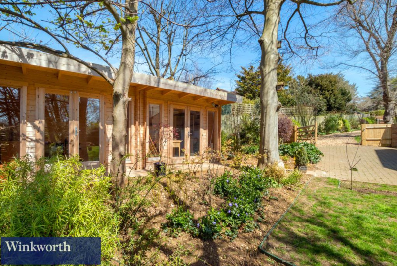 House for sale in Brighton & Hove - Elm Close, Hove, BN3