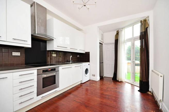 Maisonette to rent in Hendon - Sevington Road, Hendon, NW4