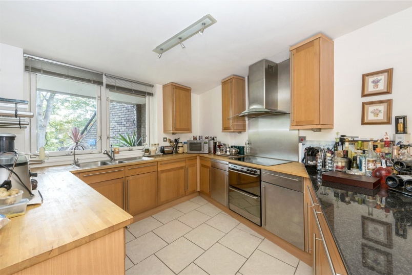 Flat/apartment to rent in Brentford & Isleworth - Julius Court, Brentford Dock, Brentford, TW8