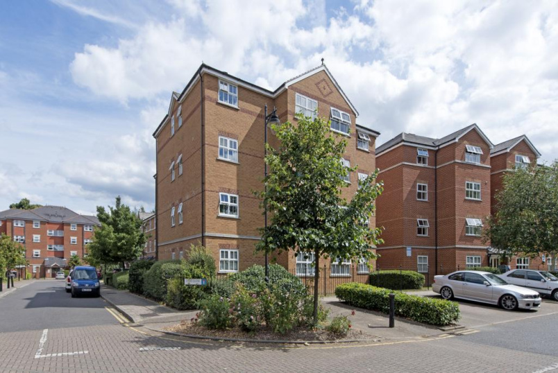 Flat/apartment for sale in Tooting - Lisle Close, London, SW17