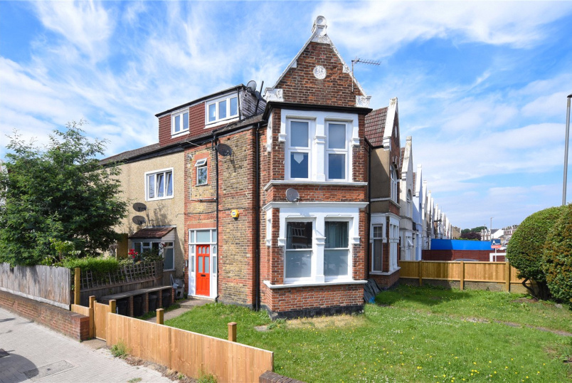 Flat/apartment for sale in Tooting - Mitcham Lane, London, SW16