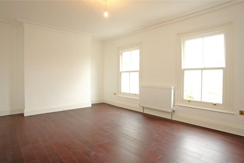 Maisonette to rent in Dulwich - Barry Road, East Dulwich, SE22