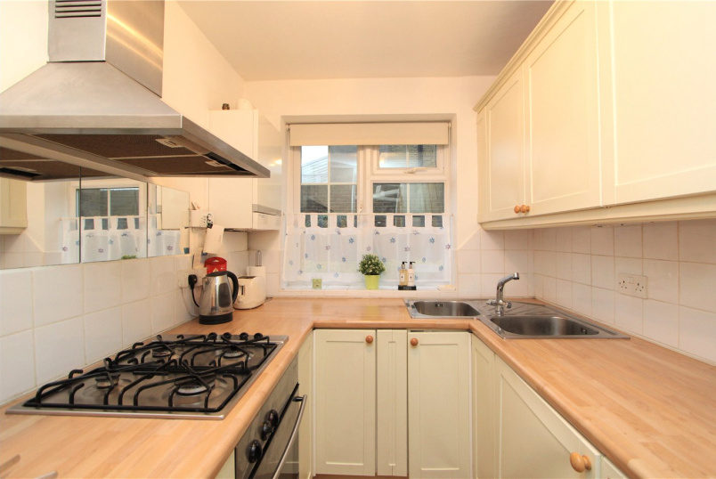 Flat/apartment to rent in Ealing & Acton - Woodside Court, The Common, W5