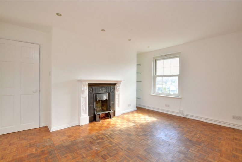 Flat/apartment to rent in Greenwich - Barnstaple House, Devonshire Drive, London, SE10
