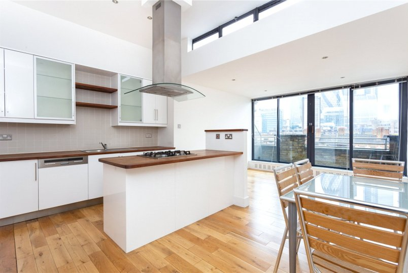 Flat/apartment to rent in Shoreditch - Saxon House, 1 Thrawl Street, London, E1