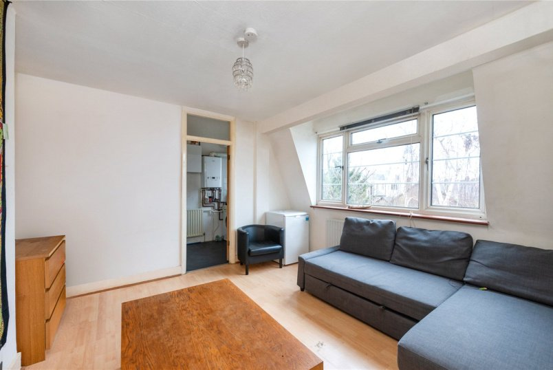 Flat/apartment to rent in Tooting - Holmbury Court, Upper Tooting Road, London, SW17