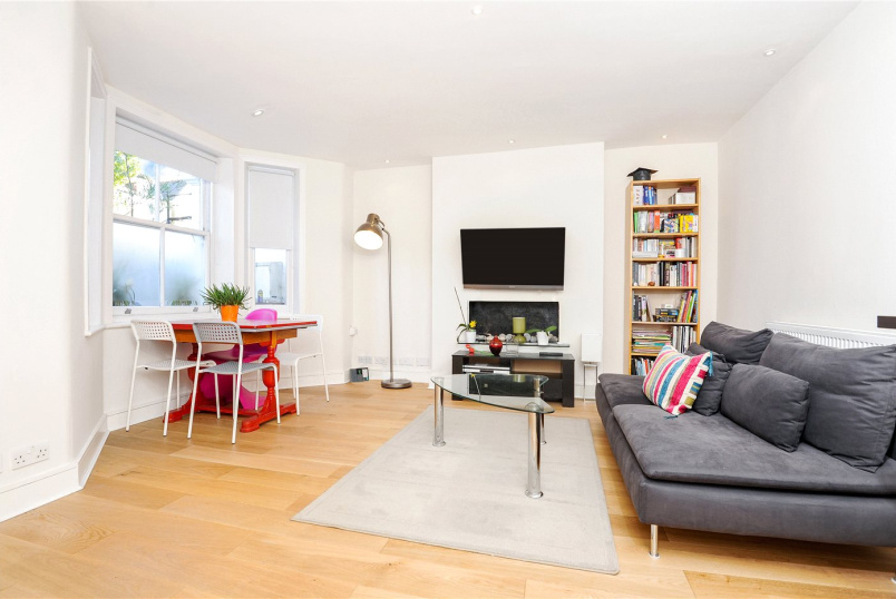 Flat/apartment for sale in Shepherds Bush & Acton - Agnes Road, Acton, W3