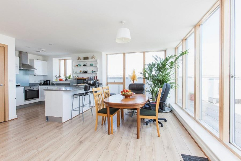Flat/apartment for sale in Kentish Town - Compton House, Sussex Way, Holloway, N7