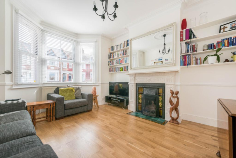 Flat/apartment to rent in Willesden Green - Litchfield Gardens, London, NW10