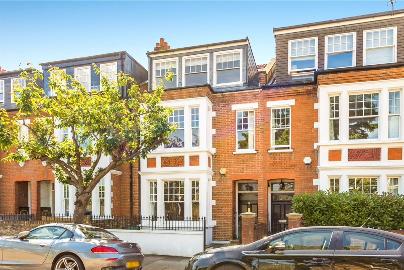 House for sale in Putney - Balmuir Gardens, London, SW15