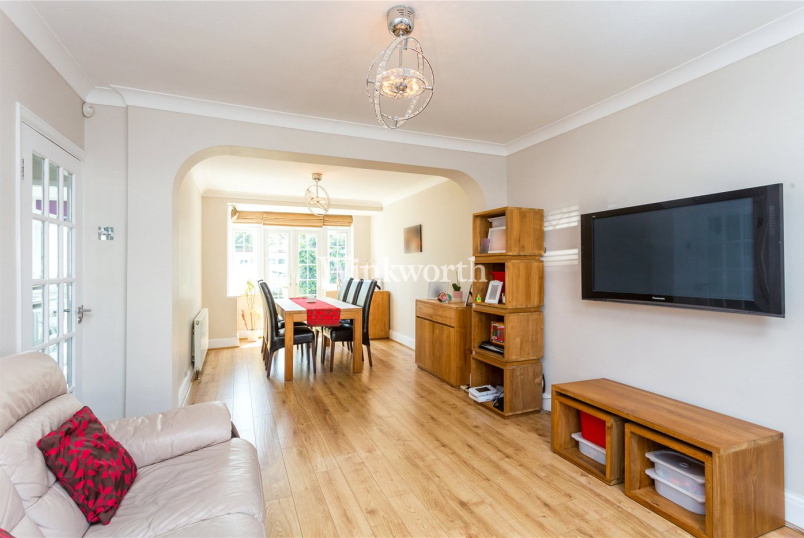 House for sale in Palmers Green - New Park Avenue, London, N13