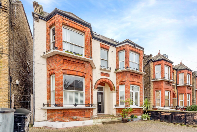 Maisonette for sale in Tooting - Longley Road, London, SW17