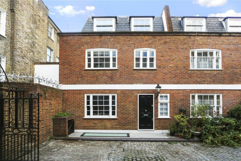 House to rent in Notting Hill - Hereford Mews, London, W2