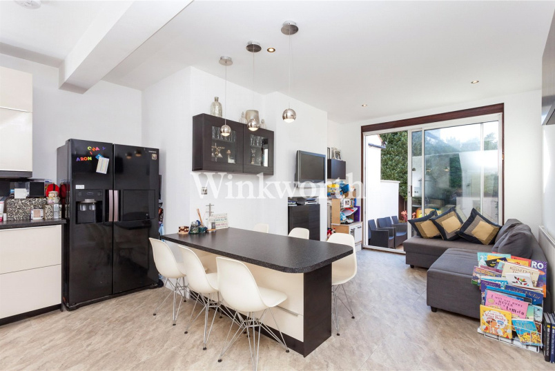 House for sale in Hendon - Albert Road, London, NW4